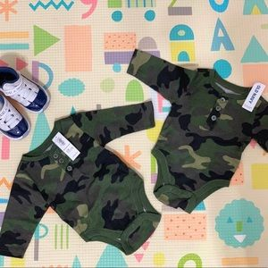 2‼️ Camo Old Navy Bodysuit Onesie Newborn 0-3